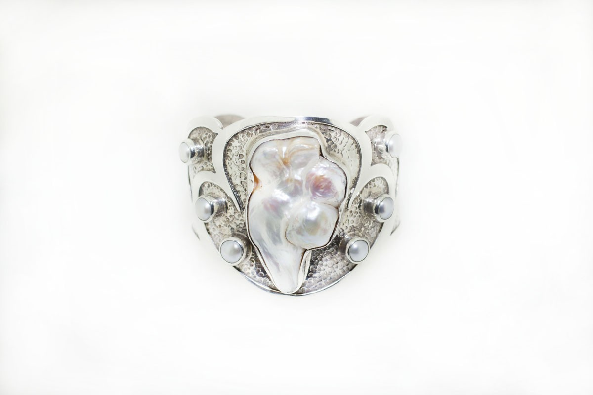 Pearl bracelet front
