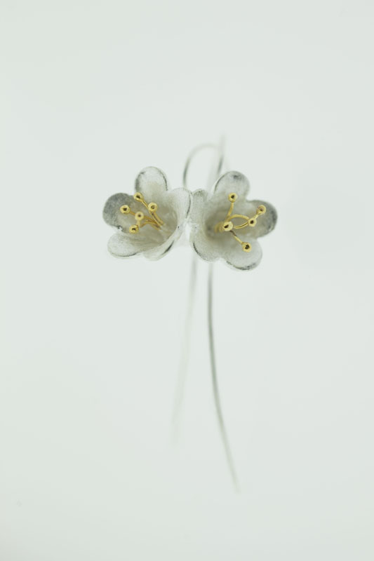 medium ear flower